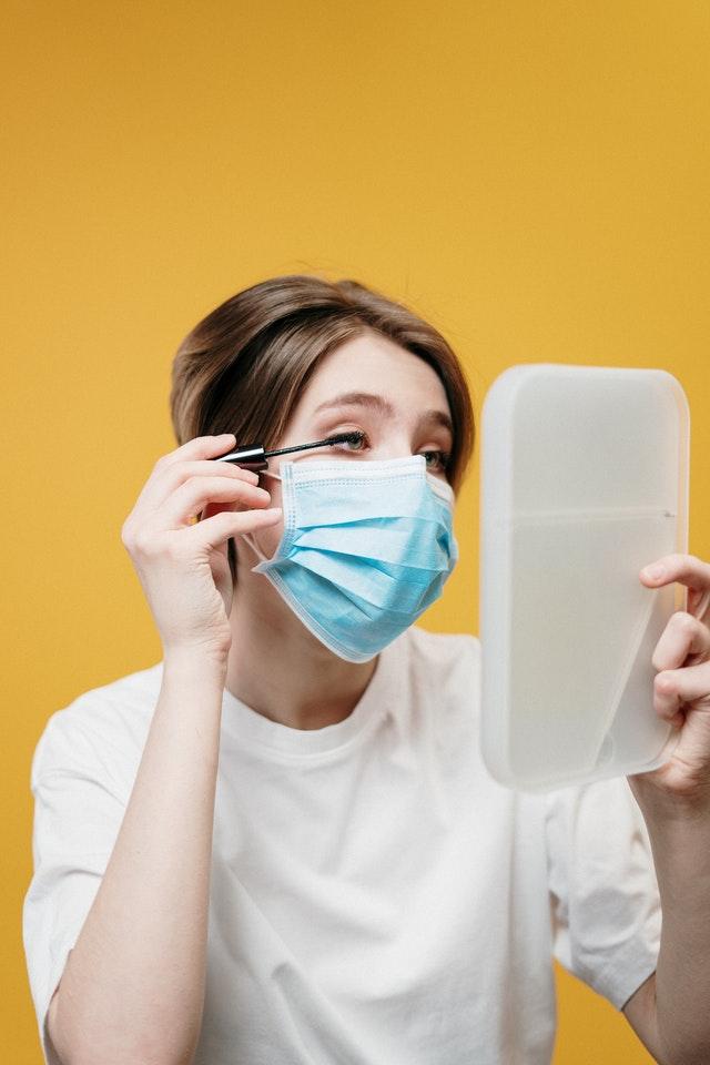 dragen van mondmasker is belangrijk maar een bijkomende huidaandoening is maskne